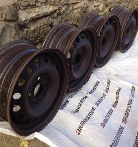 Стальные диски Nissan 6-15 ET45 4x114,3 цо 66.1