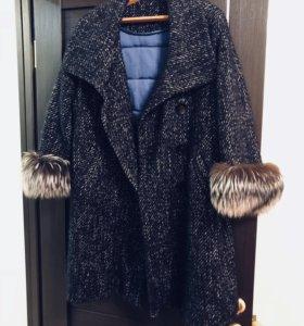 Зимнее пальто с меховыми манжетами