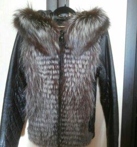 Куртка из натуральной кожи с мехом чернобурки.