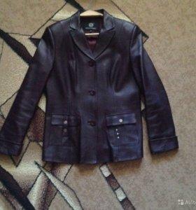 Продам кожаный пиджак-куртка. Состояние нового.