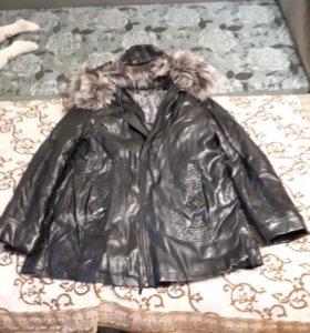 Коженая женская куртка