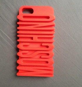 Чехол iPhone 5 moschino