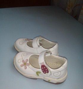 Детские туфли.
