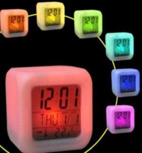 Электронные часы с будильником и термометром
