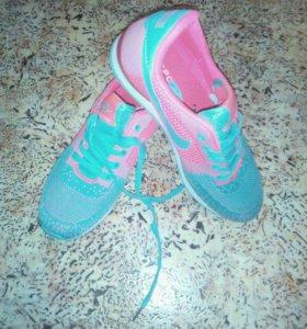 Кросовки Nike, новые 41размер, маломерят