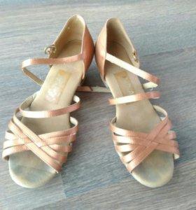 Туфли для спортивно-бальных танцев фирмы Radial.