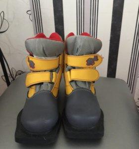 Ботинки лыжные (32р), с лыжами и палками