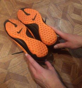 Шиповки( футзалки)( Nike ) оранжевые с чёрным