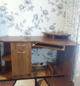 Компьютерный стол угловой.