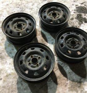 Чёрные штампованные диски R13