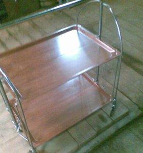 Сервировочный стол.
