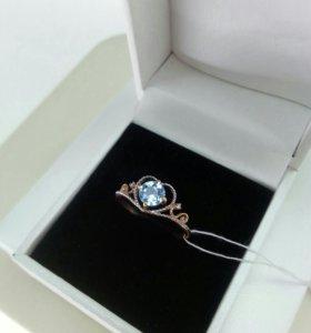Золотое кольцо с природным топазом