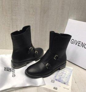 Ботинки и сапоги  Givenchy