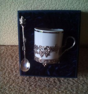 Фарфоровая чашка с серебром
