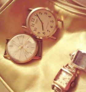 Часы в желтых корпусах