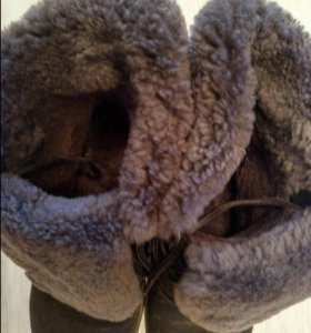 Зимние ботинки б/у. Одевала пару раз, очень тёплые