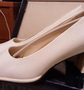 Туфли белые Вигорос.