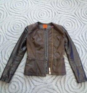 Куртка в отличном состоянии. 42-44 размер S