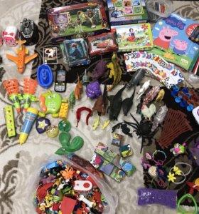 Мешок игрушек: динозавры, машинки, пазлы, и др.