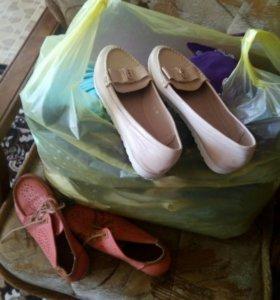 Пакет вещей и обувь