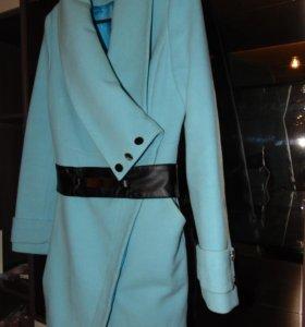 Красивое пальто цвет бирюза