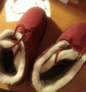 Ботинки зимние,абсолютно новые!
