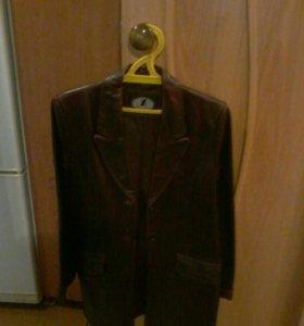 Кожаный пиджак (женский) (размер 46 -48)