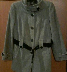 Пальто женское . (Размер 44-46)