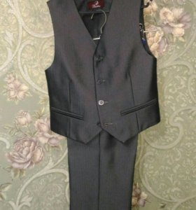 Костюм: брюки, жилетка