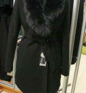 Новое зимнее пальто с натуральным мехом