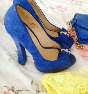 Платье туфли и сумочка одето 2 раза