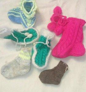 Носки,пинетки и варежки вязаные