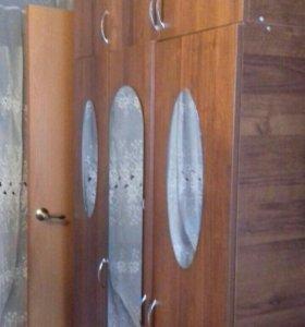 Шкафы и полка. Мебель в отличном состоянии