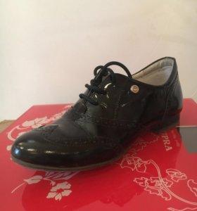 Туфли лаковые без каблука