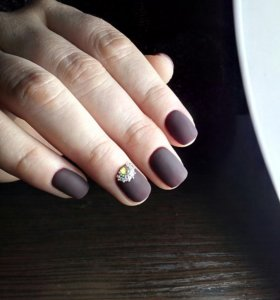 Наращивание и покрытие ногтей гель-лаком.