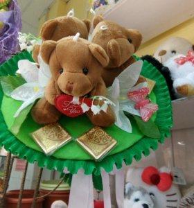 Букеты из игрушек и конфет