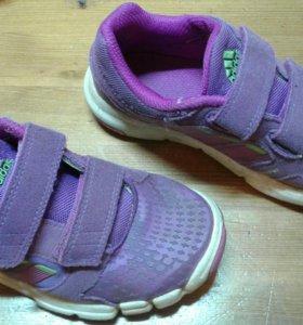Кроссовки adidas р-р 28
