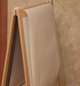 Рулон бумаги для рисования.