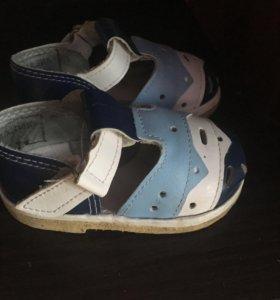 Продам сандали , размер 10.5