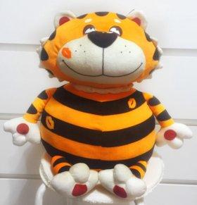 Полосатый и весёлый тигр