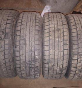 Четыре колеса R16 на зимней резине.