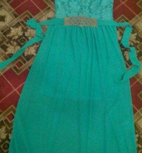 Платье в пол с накидкой и украшением