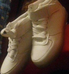 светящийся кроссовки