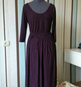 Баклажановое трикотажное платье миди