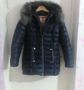 Продам женскую куртку зимнию.