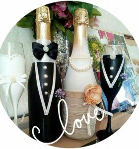 Свадебные бокалы и бутылки для молодоженов