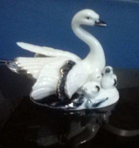Лебедь с детьми