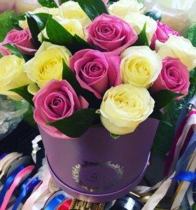15 роз микс в коробке с зеленью