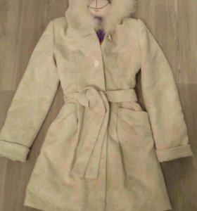 Белоснежное зимнее пальто