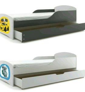Кровать с матрасом и ящиком.